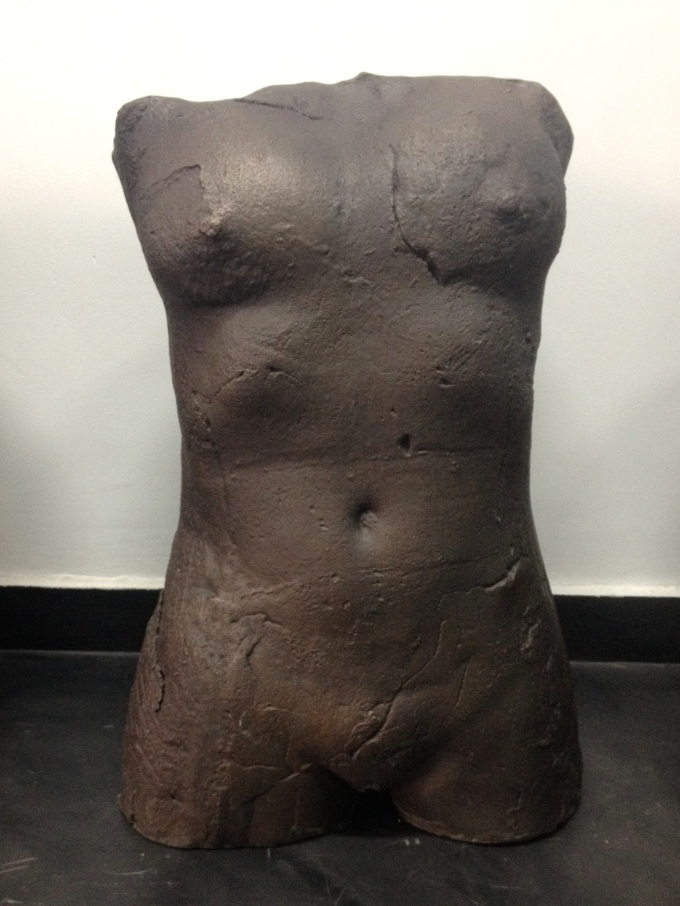 desnudo femenino, fundición en bronce por cera perdida,  pátina negra
