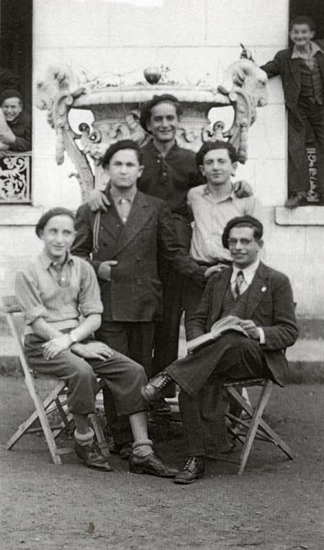 elie-wiesel-ambloy-1945-1946-USHMM